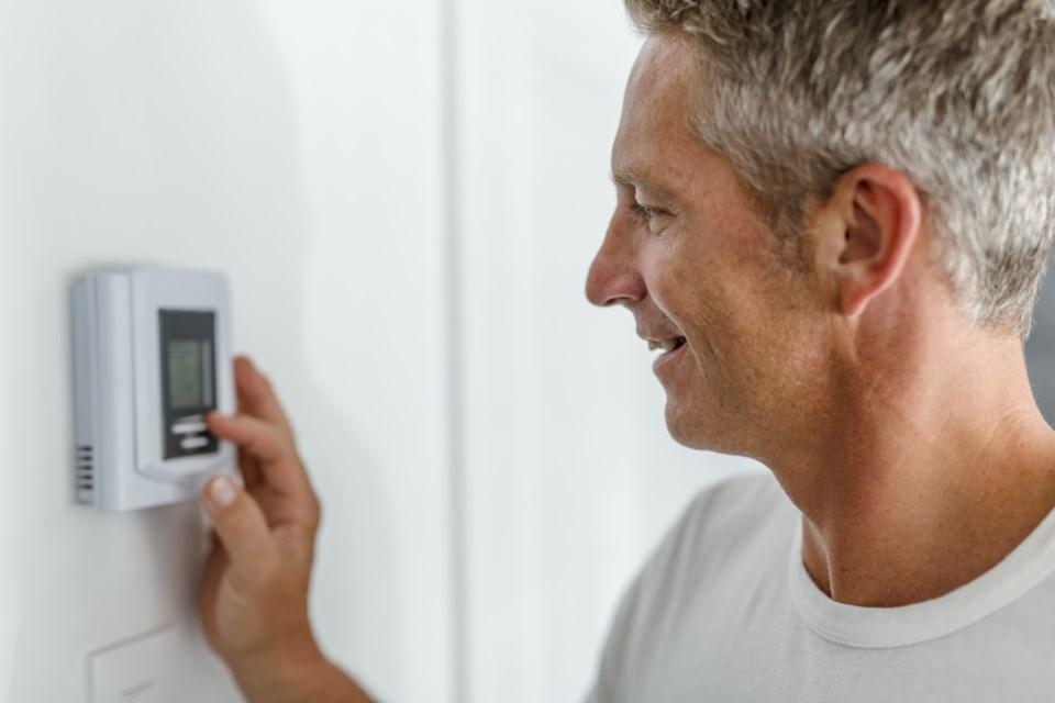 man-thermostat-change