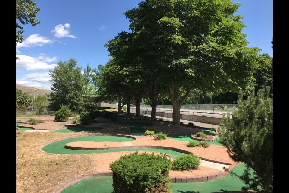 Locals can get their mini-golf fix on the North Shore. (via Brendan Kergin)