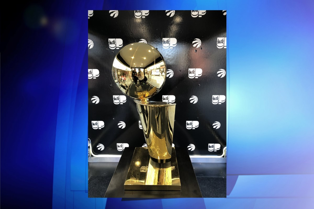 Huge lineup forms to see the NBA championship trophy at ...