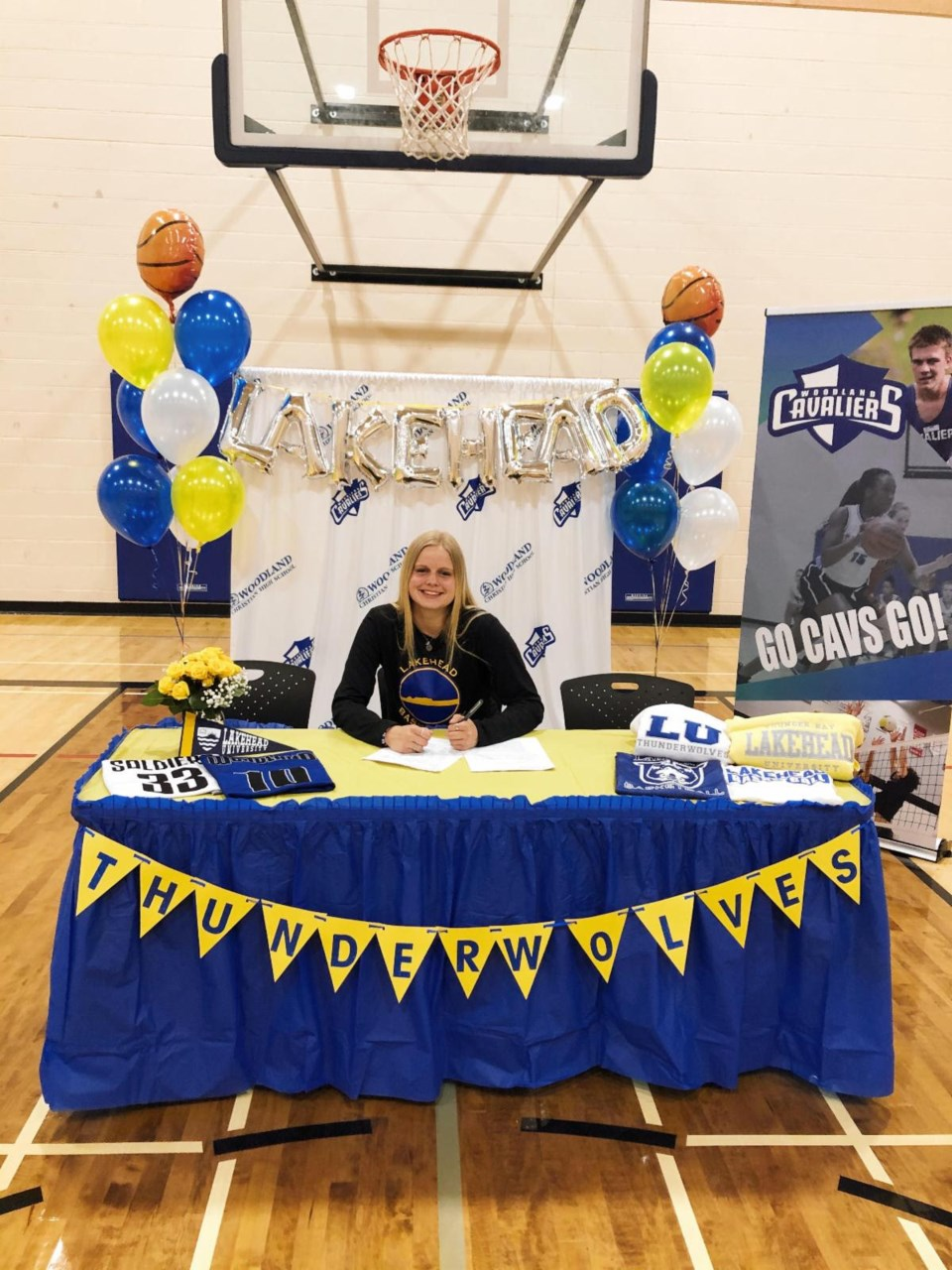 Mae Drost signing