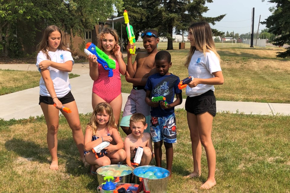 Youth have been taking part in a variety of fun activities at Le camp de beau jour, a summer day camp organized by the ACFA Régionale de St. Paul and supported by the Conseil scolaire Centre-Est.