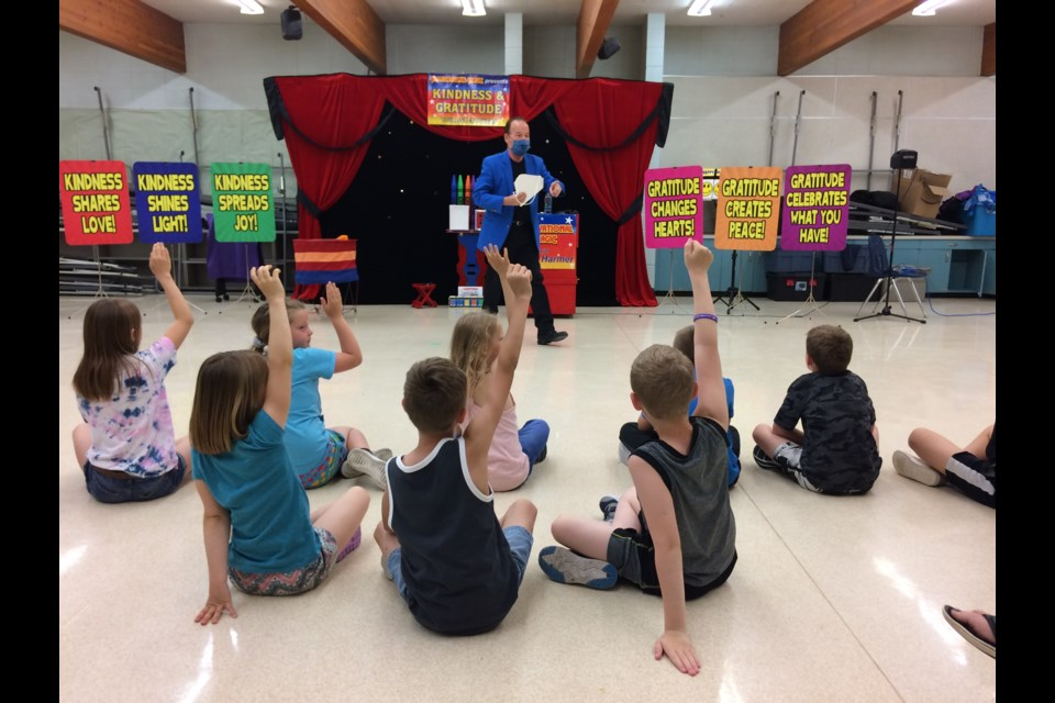 Magician Steven Harmer with his Motivational Magic show was at Vera M. Welsh last week. His class-by-class performances gave students inspiring messages while they laughed and clapped with magic and illusion.