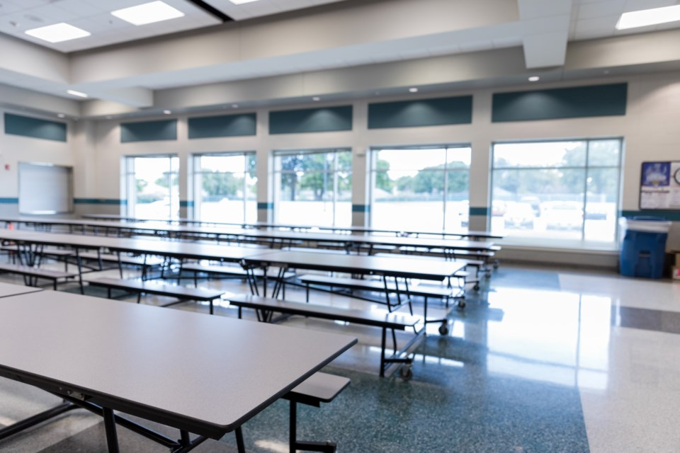 2020_09_04_LL-empty_school_cafeteria_stock