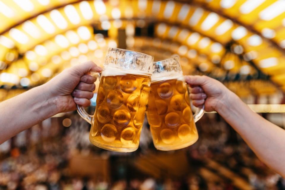 2020_09_25_LL_beer_toast