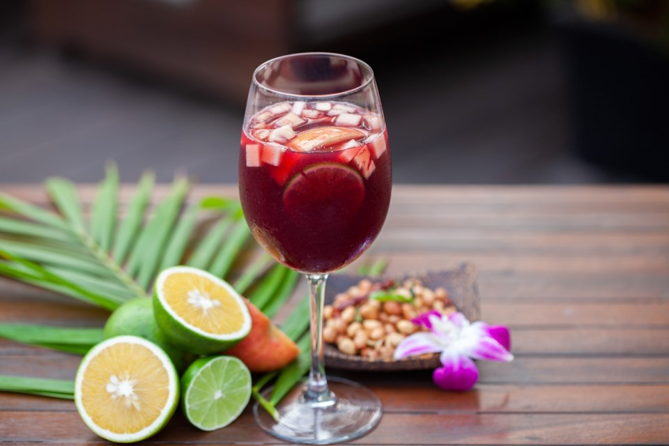 cocktail-5590755_1920