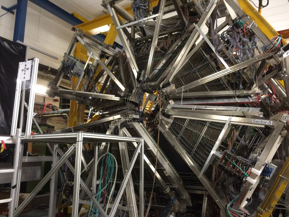 particle-accelerator-1903642_1920