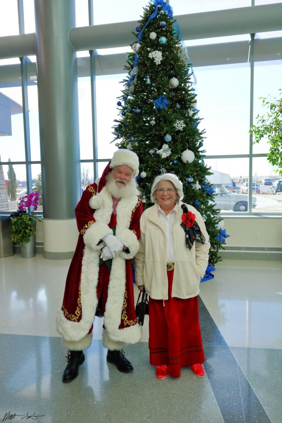 Santa Visits UCHealth 00 (1)