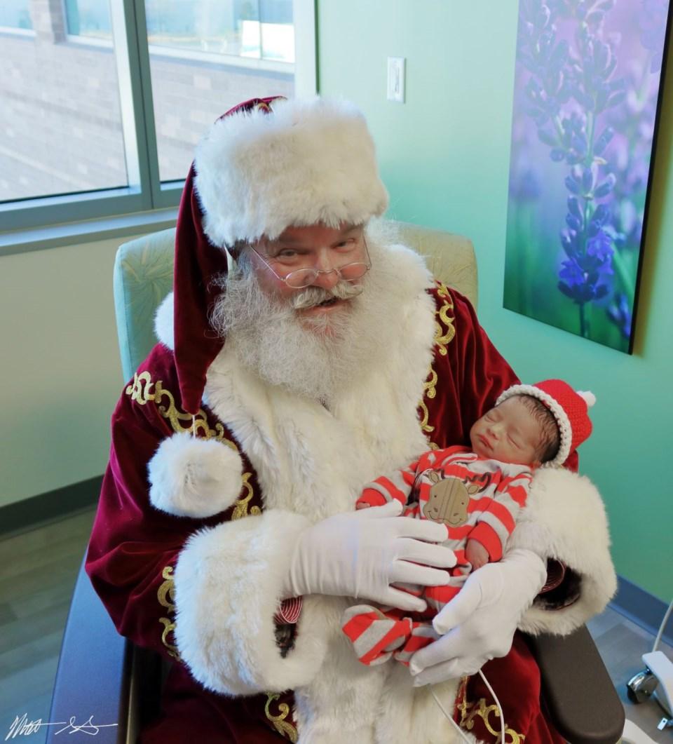 Santa Visits UCHealth 08