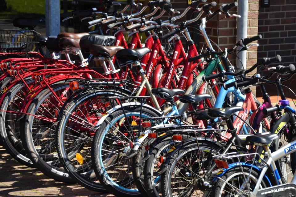 bikes waldemar-brandt-6pRIXT8EcSI-unsplash