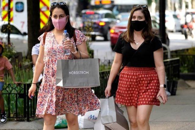 Women shopping - masks