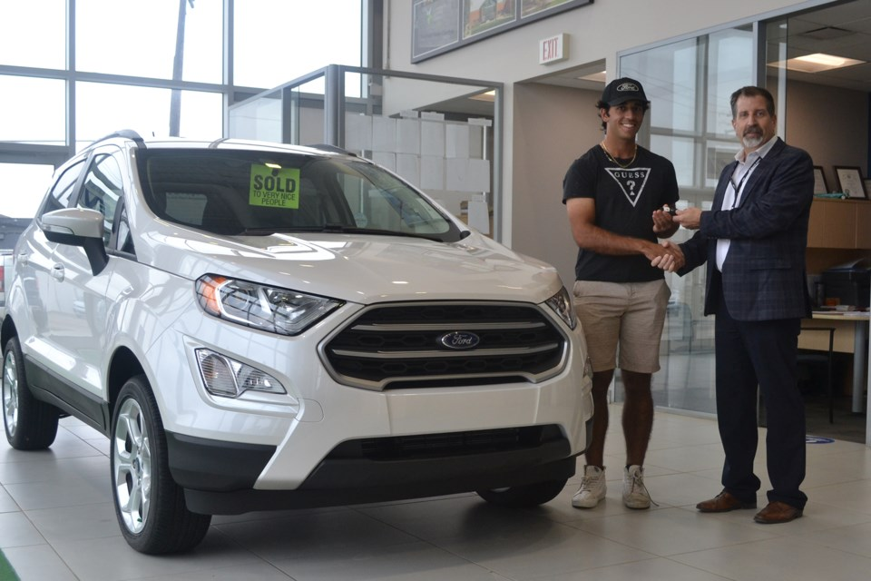 MVT Ford vehicle hole in one-2