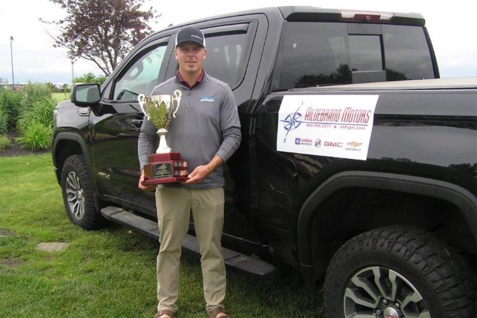 MVT Golf tourney men's winner