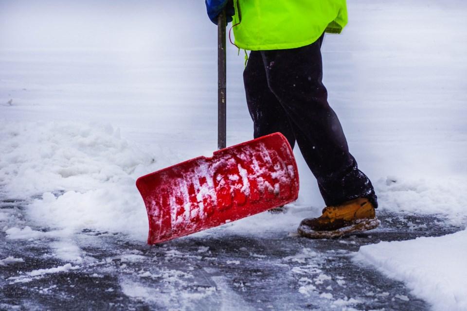 SUN stock snow shovel