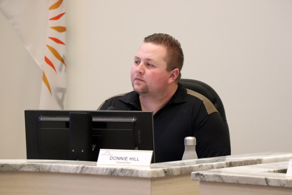 WEB Donnie Hill at council