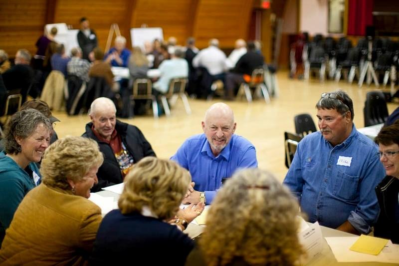 Div. 4 Coun. Bruce Beattie serves as facilitator during Cremona roundtable workshop.