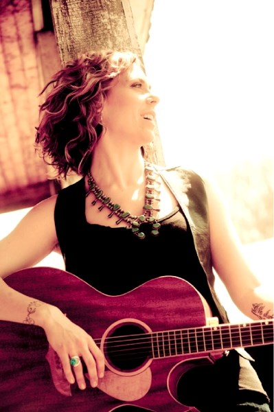 Ontario singer/songwriter Amanda Rheaume will be stopping in at Tracks Pub this Thursday, Aug 25 at 8 p.m. to perform with touring pal singer/songwriter Marc Charron.