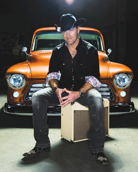 Renowned Albertan country singer George Canyon will be playing to a sold-out crowd at the Olds College Alumni Centre this Thursday evening.