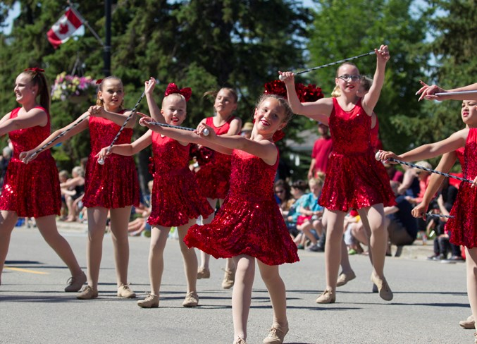 Photo Dancers Bring Sparkle To Canada Day Parade In Olds Mountainviewtoday Ca