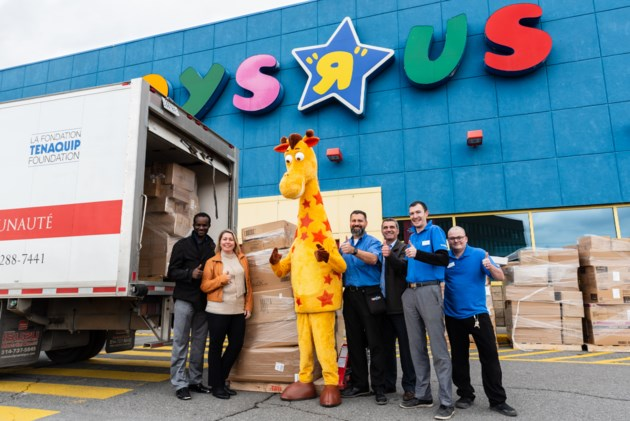 20181208 toys R Us Salvation Army_Toy Donation_2
