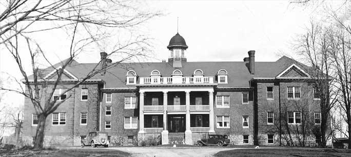Mohawk Institute BW