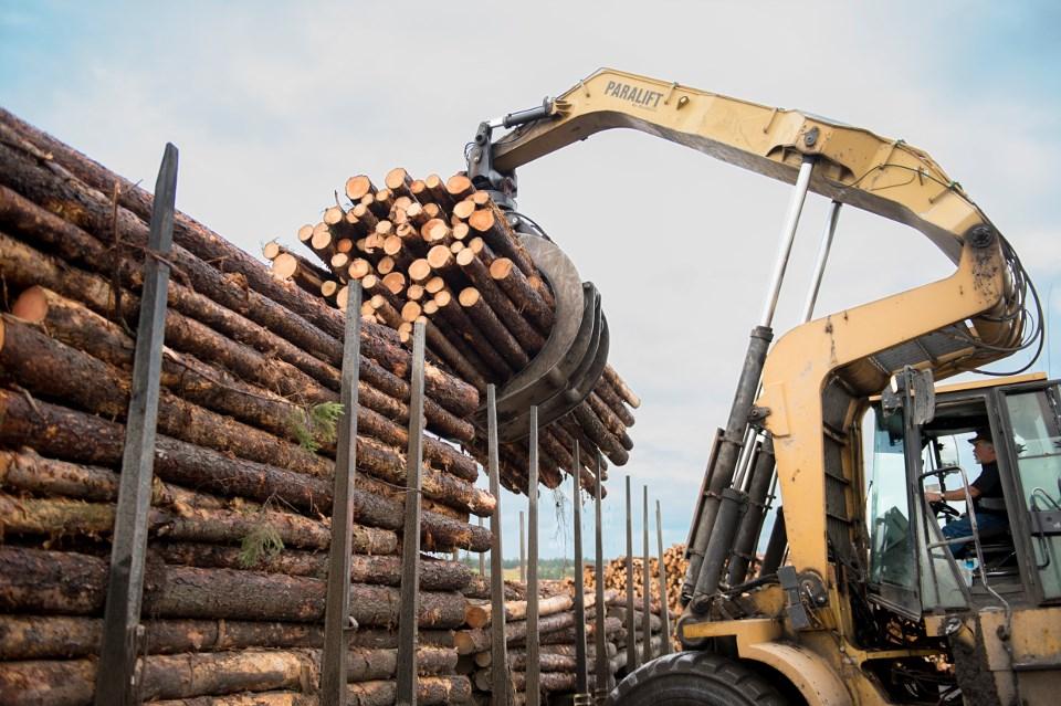 eacom_loading_lumber