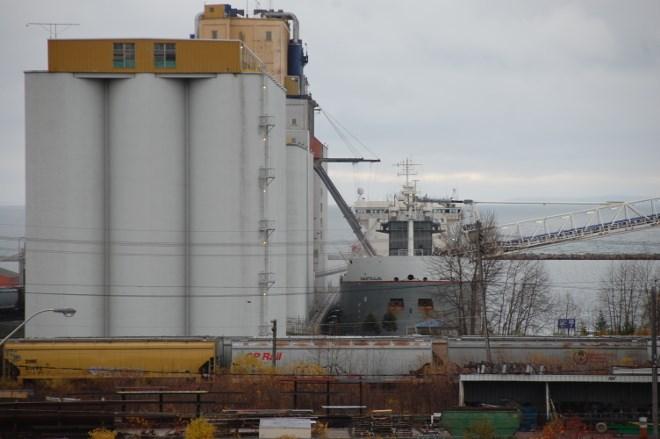 Grain elevator-ship