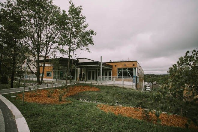 The Cliff Fielding Research, Innovation and Engineering Building at Laurentian University features three levels of labs, classrooms and lounges designed to encourage collaboration and integration of multiple disciplines, while giving them their own spaces to work and study.