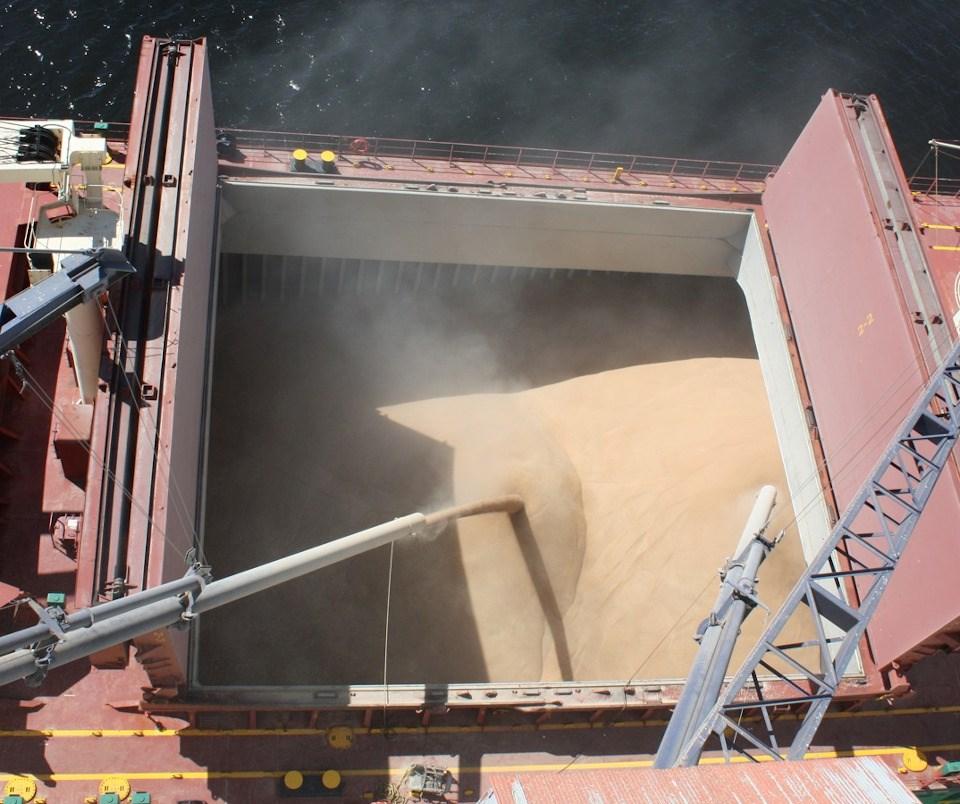 Thunder Bay port loadig grain