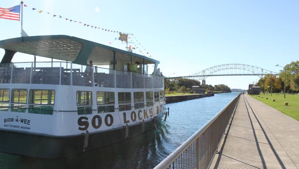 soo_tour_boat