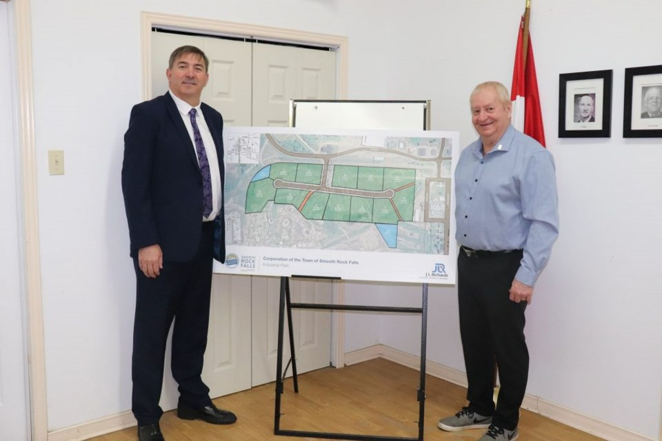 David Smith (left), parliamentary assistant to Northern Development Minister Greg Rickford, and Smooth Rock Falls Mayor Michel Arseneault during the Jan. 28 announcement. (Supplied photo/Smooth Rock Falls)