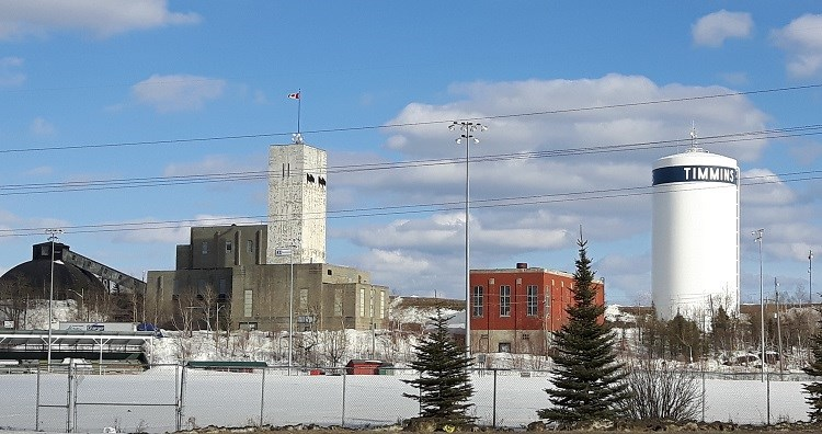 Hollinger-headframe-and-Timmins-water-tower-by-Bob-McIntyre-1