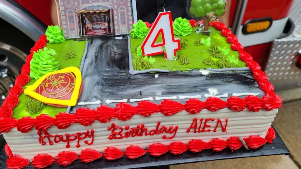 aien firfighter visit cake 5