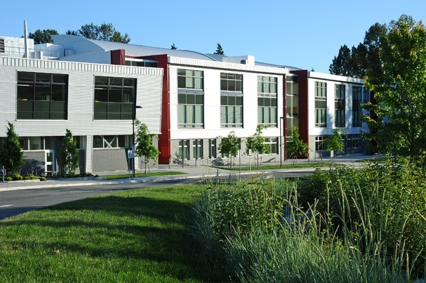 3 schools in North Van accounted for almost 40 per cent of COVID warnings