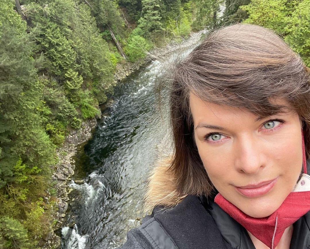 Milla Jovovich visits Capilano Suspension Bridge with family - North Shore  News