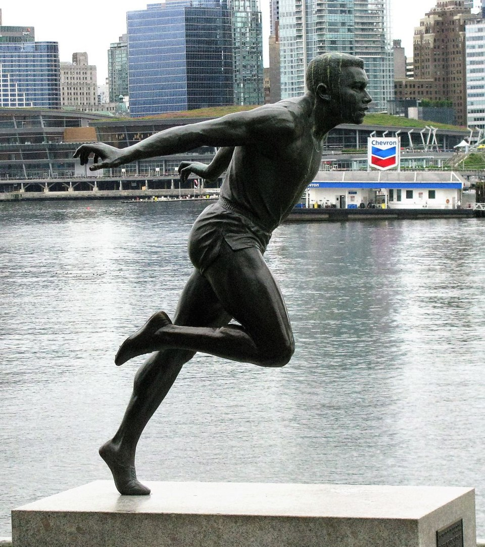 1024px-Harry_Jerome,_statue,_Vancouver