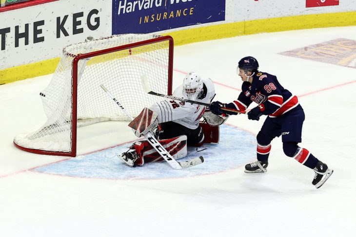 Connor Bedard vs MJ - credit Keith Hershmiller Regina Pats - web