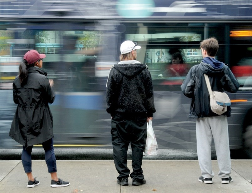 1579106-bus-waiting