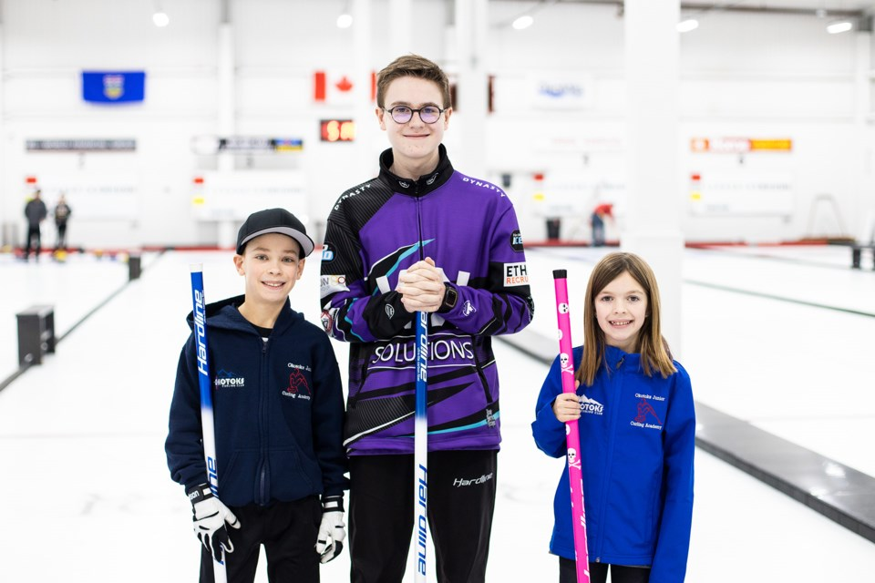 Junior Curling Academy. 4811