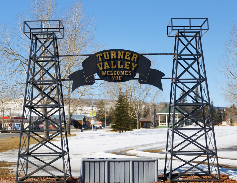 Turner Valley - Sign DL 0530