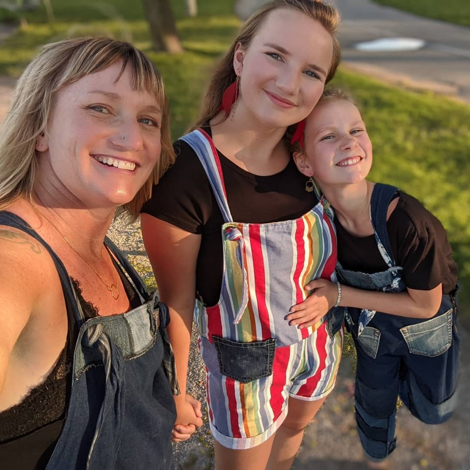 Beth McKean with daughters Ani and Wynnie credit Beth McKean