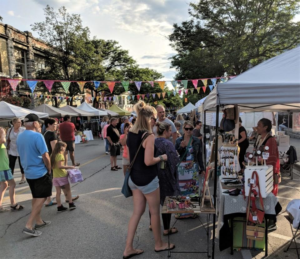 2018-07-27 night market crowd.jpg