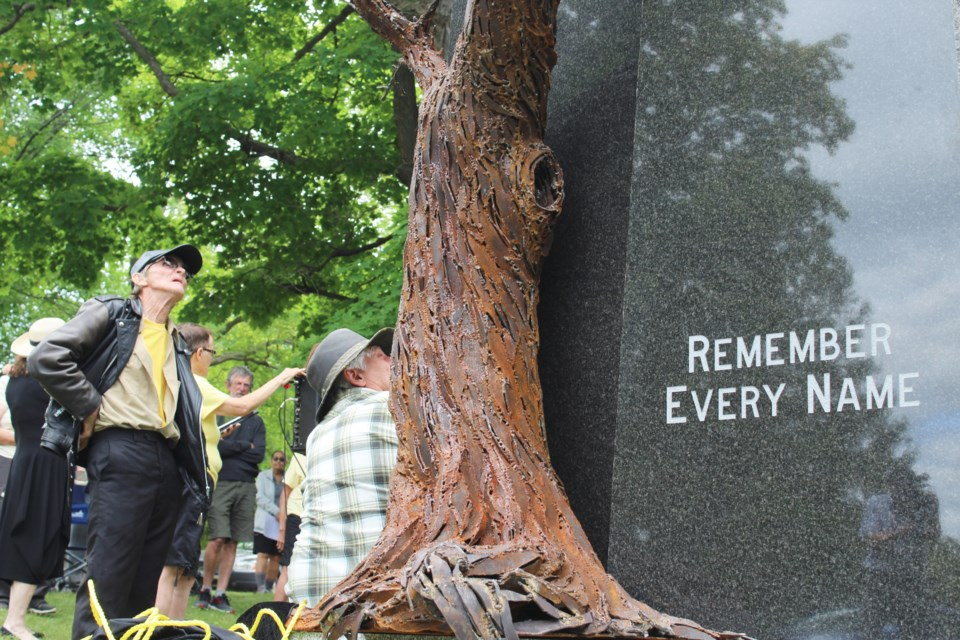 2019-08-24 HRC Cemetery monument 9