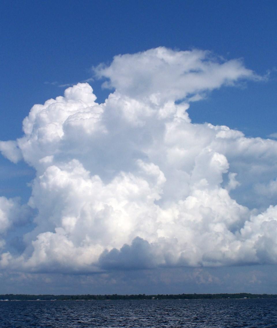 20090811_Summer storm cloud (Hawke)
