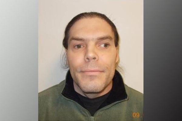 2018-03-15 wanted federal inmate Thomas Robichaud