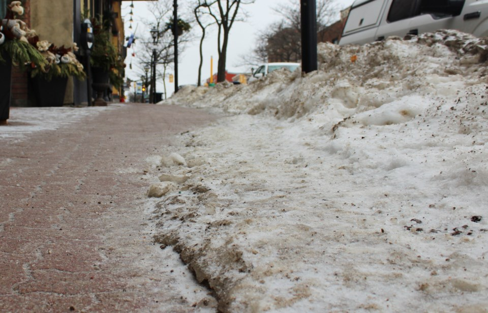 2019-02-06 Mississaga Street sidewalk winter