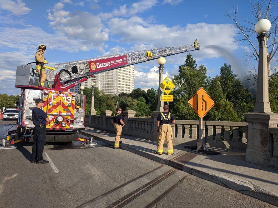 bridge fire truck JPG;w=957;h=716;mode=crop.'