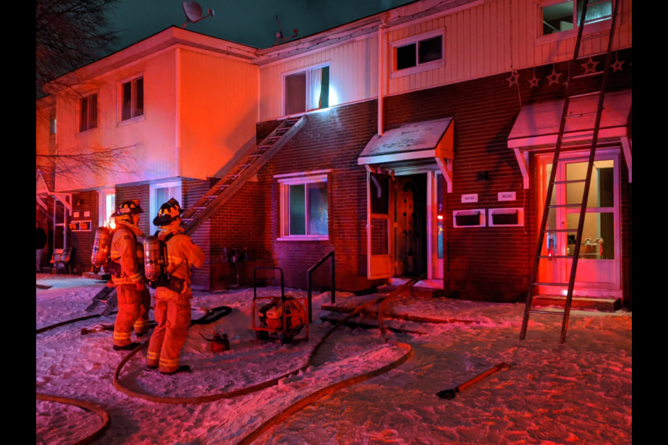 1803 Russell Road fire / @OFSFirePhoto