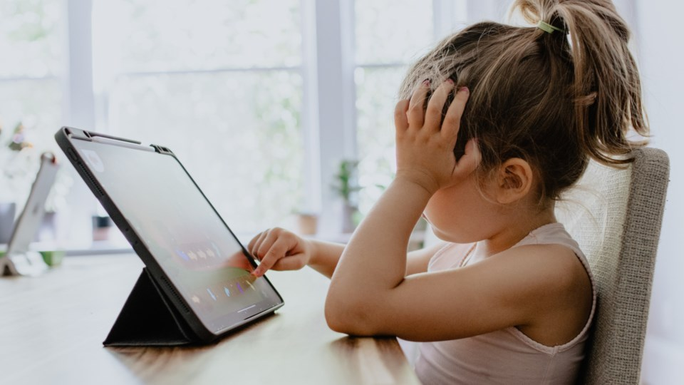 online-learning-children-elementary-kids-virtual-computer-COVID-19-pandemic-coronavirus