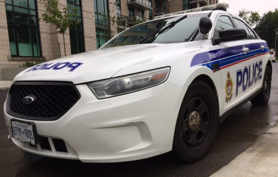 2017-08-18 Ottawa-Police-Cruiser MV-4