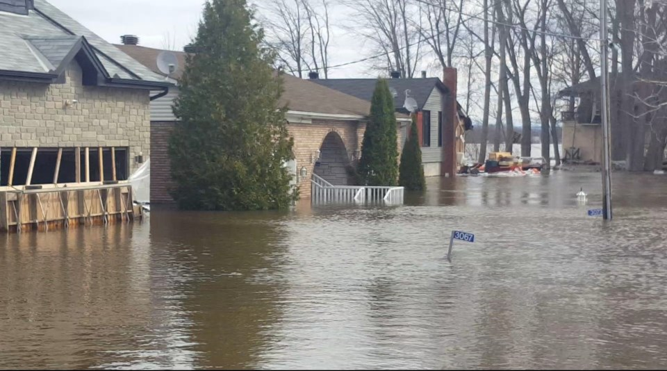 2019-04-28-cumberland-flood-homes-jw